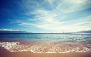 6917589-beach-waves-photography